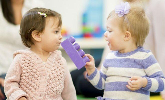 Odnosi sa vršnjacima i roditeljima – dete od dve godine
