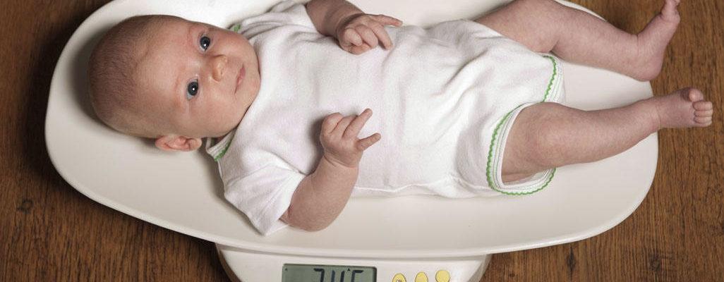 Kako beba dobija na težini po rođenju